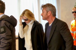 Sean Penn - Sean Penn and Charlize Theron - depart from Rome after a Valentine's Day weekend - February 15, 2015 (37xHQ) 5vxV09Ht