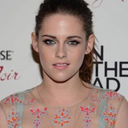 Kristen Stewart - Imagenes/Videos de Paparazzi / Estudio/ Eventos etc. - Página 31 AcpLMc5t
