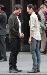 Tom Cruise - on the set of 'Oblivion' outside at the Empire State Building - June 12, 2012 - 376xHQ ZJVQZdWb