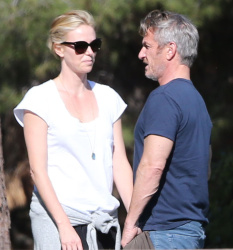 Sean Penn - Sean Penn and Charlize Theron - enjoy a day the park in Studio City, California with Charlize's son Jackson on February 8, 2015 (28xHQ) I3H7VWY6