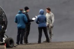 Tom Cruise - on the set of 'Oblivion' in Iceland - June 27, 2012 - 23xHQ EIgkraUG