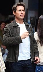 Tom Cruise - on the set of 'Oblivion' in New York City - June 13, 2012 - 52xHQ 6S9amY3e