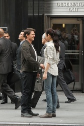 Tom Cruise - on the set of 'Oblivion' outside at the Empire State Building - June 12, 2012 - 376xHQ YC80bhxS