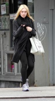 Dakota Fanning / Michael Sheen - Imagenes/Videos de Paparazzi / Estudio/ Eventos etc. - Página 5 AacFBpEn