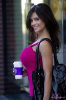 Дениз Милани, фото 4580. Denise Milani Out Shopping, foto 4580