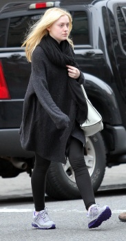 Dakota Fanning / Michael Sheen - Imagenes/Videos de Paparazzi / Estudio/ Eventos etc. - Página 5 AazQv3d9
