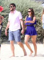 Nina Dobrev with her boyfriend Austin Stowell in Saint-Tropez (July 24) ZUUeV6AZ