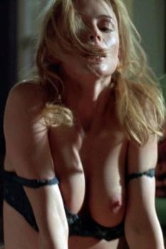 Heather Graham desnuda en Suavemente Me Mata 2002