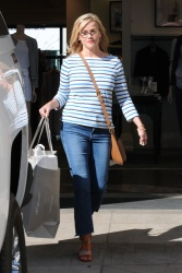 Reese Witherspoon - Shopping at Club Monaco Beverly Drive in Beverly Hills 5/23/17