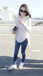 Miranda Cosgrove - LAX Airport Los Angeles June.26.2017