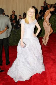 Dakota Fanning / Michael Sheen - Imagenes/Videos de Paparazzi / Estudio/ Eventos etc. - Página 5 AauE3r47