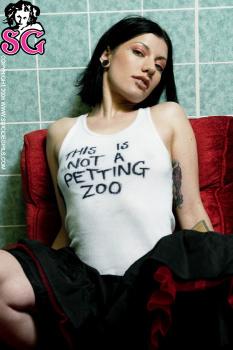 06-16 - Odette - Petting Zoo