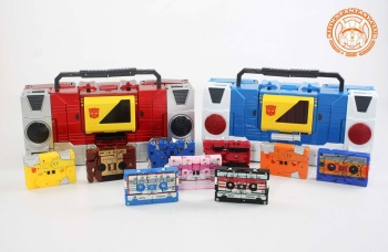 [KFC Toys] Produit Tiers - Jouet Transistor (aka Blaster/Tempo) + DoubleDeck (Twincast) + Fader (aka Eject/Éjecteur) + Rover (aka Autoscout) - Page 2 JdH6NNXn