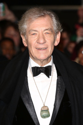 Ian McKellen - Royal Film Performance of 'The Hobbit An Unexpected Journey' at Odeon Leicester Square in London - December 12, 2012 - 5xHQ RWEWMn3q
