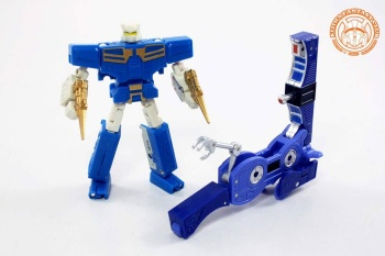 [KFC Toys] Produit Tiers - Jouet Transistor (aka Blaster/Tempo) + DoubleDeck (Twincast) + Fader (aka Eject/Éjecteur) + Rover (aka Autoscout) - Page 2 HyVsi0Jm