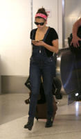 Nina Dobrev at LAX Airport (March 27) MQy6xl8q