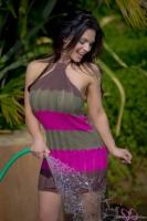 Дениз Милани, фото 5158. Denise Milani Watering the garden :, foto 5158