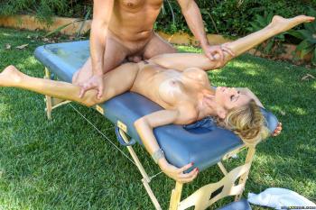rubia masajes a nenas
