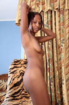 235127 - Sazia black women