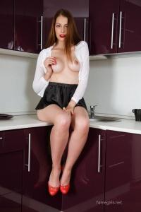 Isabella - In The Kitchen - [famegirls] 27tQl6hi
