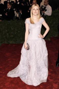 Dakota Fanning / Michael Sheen - Imagenes/Videos de Paparazzi / Estudio/ Eventos etc. - Página 5 AajzFLuV