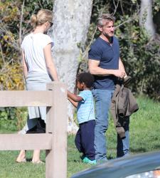 Sean Penn - Sean Penn and Charlize Theron - enjoy a day the park in Studio City, California with Charlize's son Jackson on February 8, 2015 (28xHQ) MTG3PRYO