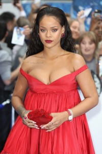 Rihanna - Showing Cleavage While Attending The Premiere of 'Valerian' In London (7/24/17) UHQs