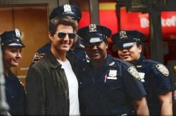 Tom Cruise - on the set of 'Oblivion' in New York City - June 13, 2012 - 52xHQ BLxMZsgs
