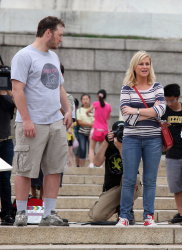 Эми Полер, фото 41. Amy Poehler on the set of 'Parks and Recreation' in Washington, DC (July 20), foto 41