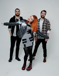Paramore (Hayley Williams,  Jeremy Davis, Taylor York) - Chris McAndrew Photoshoot for The Guardian (February, 2013) - 35xHQ EccwO80m