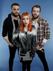 Paramore (Hayley Williams,  Jeremy Davis, Taylor York) - Chris McAndrew Photoshoot for The Guardian (February, 2013) - 35xHQ JS5OHxDm