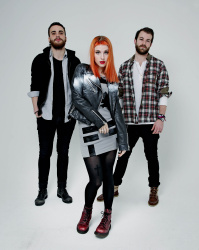 Paramore (Hayley Williams,  Jeremy Davis, Taylor York) - Chris McAndrew Photoshoot for The Guardian (February, 2013) - 35xHQ HCYnQSUd
