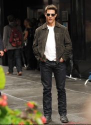 Tom Cruise - on the set of 'Oblivion' in New York City - June 13, 2012 - 52xHQ F9l2aYD6
