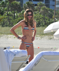 abcbp6eT Ana Beatriz Barros in a bikini in Miami Beach   December 7, 2012   35 HQ candids