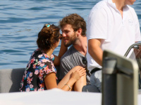 Nina Dobrev and Asustin Stowell enjoy the ocean off the cost the French Riviera (July 26) LAnrYZ9G