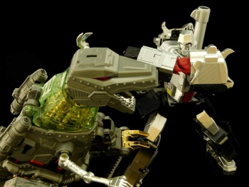 [GCreation] Produit Tiers - Jouet ShuraKing - aka Combiner Dinobots - Page 3 PEyPIuy1