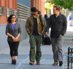 Jake Gyllenhaal & Jonah Hill & America Ferrera - Out And About In NYC 2013.04.30 - 37xHQ Ot7nG0iT
