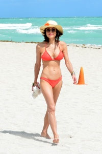 Bethenny Frankel - On a Beach in Miami - March 4th 2017