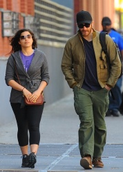 Jake Gyllenhaal & Jonah Hill & America Ferrera - Out And About In NYC 2013.04.30 - 37xHQ Mz8gVcst