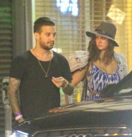 Nina Dobrev and Mark Ballas hanging out with friends outside a local LA (August 22)  ColBFHTx