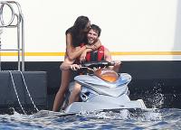 Nina Dobrev with her boyfriend Austin Stowell in Saint-Tropez (July 24) XvBZUJRJ