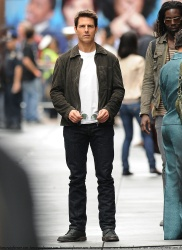 Tom Cruise - on the set of 'Oblivion' in New York City - June 13, 2012 - 52xHQ HCtzJTZ4