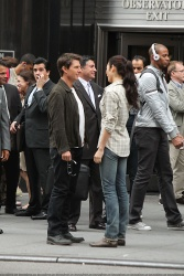 Tom Cruise - on the set of 'Oblivion' outside at the Empire State Building - June 12, 2012 - 376xHQ W6MColiN