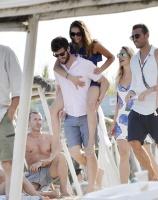 Nina Dobrev with her boyfriend Austin Stowell in Saint-Tropez (July 24) 8uWJacZN