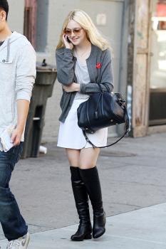 Dakota Fanning / Michael Sheen - Imagenes/Videos de Paparazzi / Estudio/ Eventos etc. - Página 6 AcxVMPDf