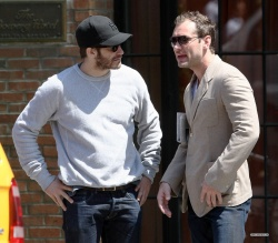 Jake Gyllenhaal & Jude Law - Out And About in East Village 2013.04.27 - 5xHQ LTjEUezO