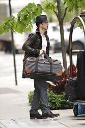Ian Somerhalder - seen out of his hotel - May 15, 2012 - 8xHQ SKgWRr48