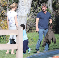 Sean Penn - Sean Penn and Charlize Theron - enjoy a day the park in Studio City, California with Charlize's son Jackson on February 8, 2015 (28xHQ) DI6xfTAC