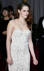 Kristen Stewart - Imagenes/Videos de Paparazzi / Estudio/ Eventos etc. - Página 31 Adx2SRuM