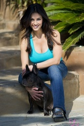 Дениз Милани, фото 4937. Denise Milani Playing with the Puppy (Low Quality), foto 4937
